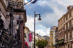 Mooie architectuur in Mayfair, in de stadscentrum van Londen Stock Foto's