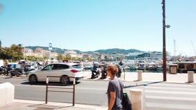 Mooie architectuur van historische huizenstad van de binnenstad van Cannes stock video