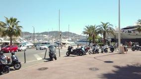 Mooie architectuur van historische huizenstad van de binnenstad van Cannes stock footage