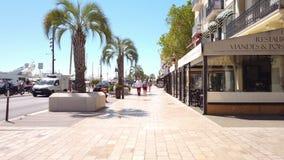 Mooie architectuur van historische huizenstad van de binnenstad van Cannes stock videobeelden