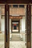 Mooie architectuurblokhuizen, het Huispaleis van Vuong stock afbeeldingen