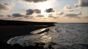Mooie avond op een strand van de Zwarte Zee stock footage