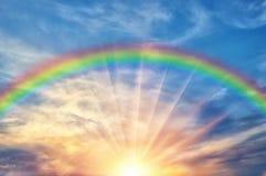 Mooie avondzonsondergang met regenboog Royalty-vrije Stock Foto