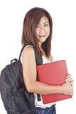 Mooie Aziatische jonge vrouw die met rugzak rood boek houden stock fotografie