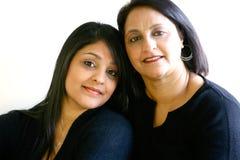 Mooie Aziatische mamma en dochter. royalty-vrije stock afbeelding