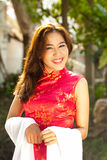 Mooie Aziatische vrouw in traditionele kleding in het glimlachen gezicht. Stock Foto