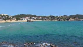 Mooie baai in Costa Brava, dorpsla Fosca in Spanje stock video