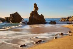 Mooie baai in Costa Brava in Spanje met lange blootstellingstechniek stock afbeelding