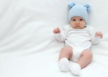 Baby in blauwe hoed Royalty-vrije Stock Afbeeldingen