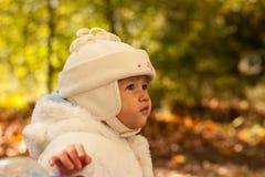 Mooie baby in de herfst Royalty-vrije Stock Afbeelding