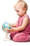 Mooie baby die een bol houdt Royalty-vrije Stock Afbeelding