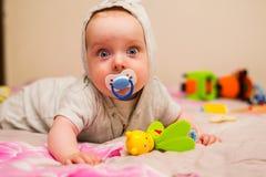 Mooie baby met een uitsteeksel royalty-vrije stock foto's