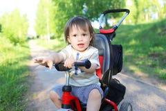 Mooie baby op fiets Stock Fotografie