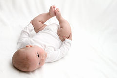 Baby op rug Royalty-vrije Stock Foto's