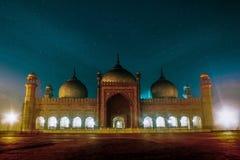 Mooie Badshahi-Moskee met Hemel bij Nacht in Lahore-Stad stock afbeelding