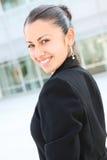 Mooie BedrijfsVrouw bij de Bouw van het Bureau stock foto's