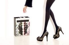 Mooie been en het winkelen zak Royalty-vrije Stock Foto's