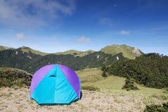 Mooie berg en tent Royalty-vrije Stock Afbeeldingen