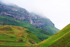 Mooie bergen in Gusar-gebied van Azerbeidzjan Royalty-vrije Stock Afbeelding