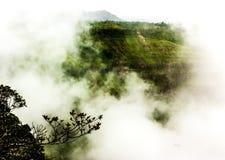 Mooie bergen met mistig Royalty-vrije Stock Fotografie