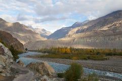 Mooie bergketen dichtbij Gakuch, Noordelijk Pakistan Stock Afbeeldingen