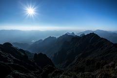 Mooie bergscène van fansipan hoogste piek van indochina m royalty-vrije stock afbeelding