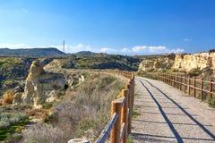 Mooie bergweg voor jogging, groot ontwerp voor om het even welke doeleinden stock afbeelding