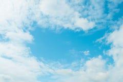 Mooie Blauwe Aardhemel Als achtergrond met wolken Royalty-vrije Stock Fotografie