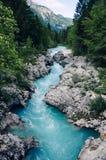 Mooie blauwe aplinerivier Soca, Soca-Vallei, Slovenië, Europa Royalty-vrije Stock Foto