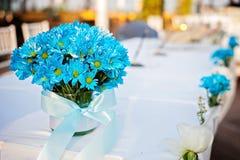 Mooie blauwe bloemen in een vaas Stock Afbeeldingen