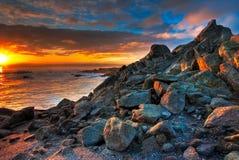 Mooie blauwe en gouden zonsopgang bij Stock Foto's