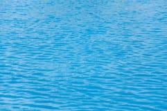 Mooie blauwe golvende overzees Stock Afbeeldingen