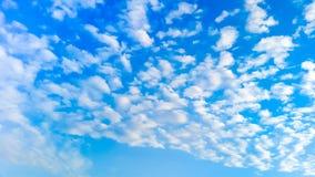 Mooie blauwe hemel Stock Afbeeldingen