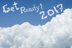 Mooie blauwe hemel en witte wolk Zonnige dag cloudscape sluit omhoog de wolk de tekst krijgt klaar 2017 Krijg Klaar concept Word  Royalty-vrije Stock Fotografie