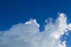 Mooie blauwe hemel en wolk Royalty-vrije Stock Fotografie
