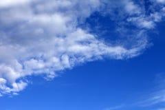 Mooie blauwe hemel met wolken Royalty-vrije Stock Fotografie