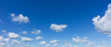 Mooie blauwe hemel Professionele spruit, geen vogels, geen lawaai stock foto's