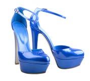 Mooie blauwe vrouwenschoenen die op het wit worden geïsoleerdr royalty-vrije stock afbeelding