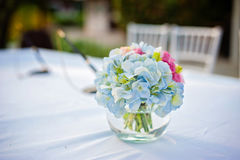 Mooie bloemen in vaas Stock Fotografie