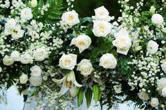 Mooie bloemenachtergrond voor huwelijksscène stock foto