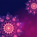 Mooie bloemenmandala met verlichting op purpere achtergrond kan royalty-vrije illustratie