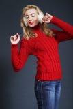 Mooie blonde de wintervrouw stock fotografie