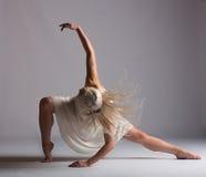 Mooie Blonde Eigentijdse Danser - Hoofddraai Stock Foto