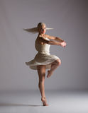 Mooie Blonde Eigentijdse Danser - Rotatie Stock Foto's