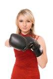 Mooie blonde dame in bokshandschoenen Royalty-vrije Stock Afbeeldingen
