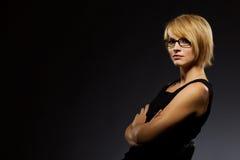 Mooie blonde jonge onderneemster royalty-vrije stock fotografie