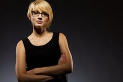 Mooie blonde jonge onderneemster stock foto