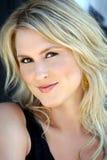 Mooie blonde jonge vrouw Stock Foto's