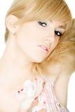 Mooie blonde met een bloem Stock Foto's
