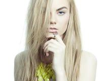 Mooie blonde met juwelen Royalty-vrije Stock Afbeelding